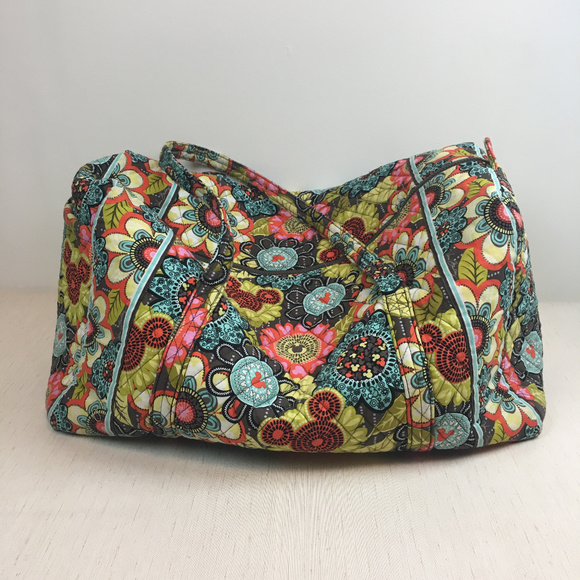 35e0f7fa72 Vera Bradley Disney Duffle Bag. M 5aa5741b3316278ec30db97e